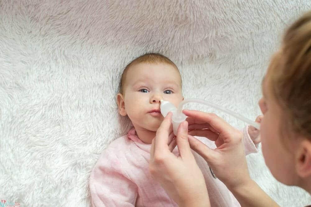طريقة تنظيف انف الرضع